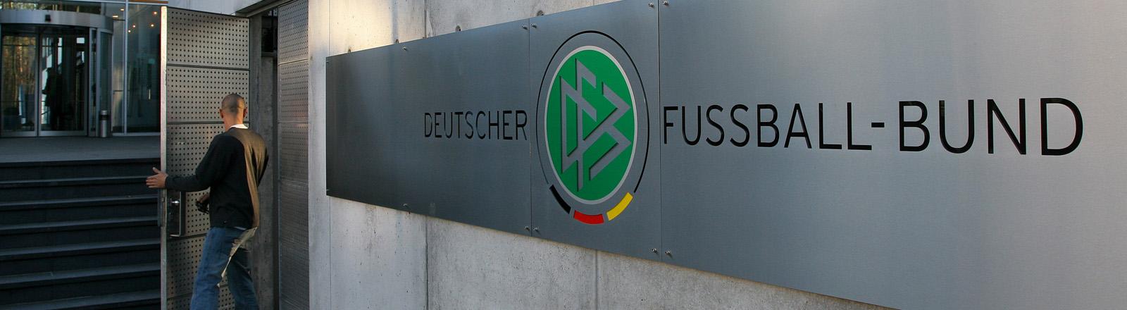 Die DFB-Zentrale in Frankfurt am Main, aufgenommen am 23.01.2006.