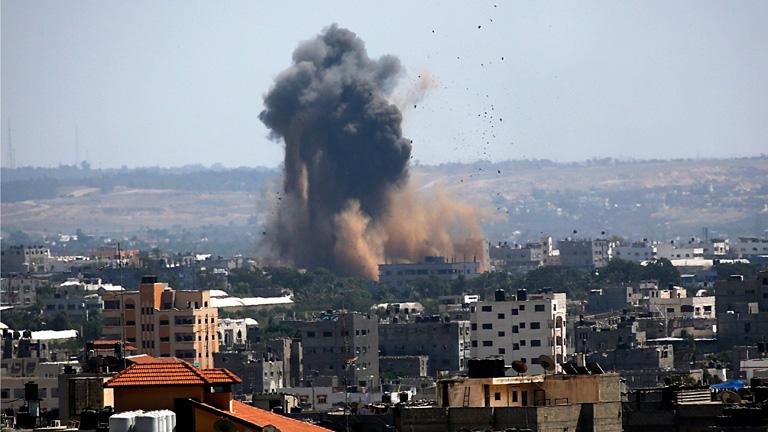 Explosion nach einer israelischen Attacke auf Gaza Stadt