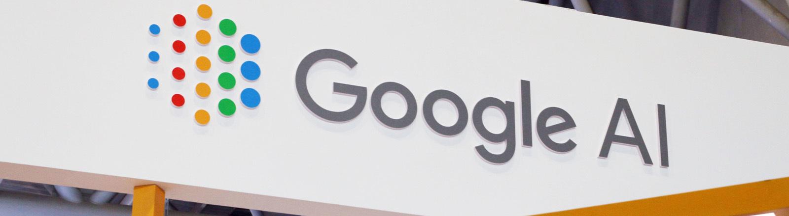 """Ein Schriftzug, auf dem """"Google AI"""" steht"""