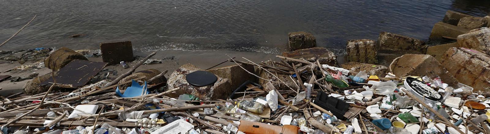 Müll in der Guanabara-Bucht vor Rio