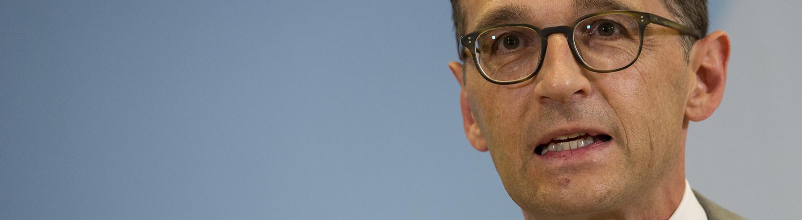 Bundesjustizminister Heiko Maas (SPD) äußert sich am 04.08.2015 in Berlin gegenüber Journalisten zur Affäre um die Landesverrats-Ermittlungen gegen Journalisten des Blogs Netzpolitik.org.