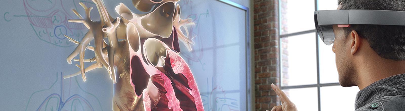 Das Handout zeigt eine Animation der Funktionsweise von Microsofts Augmented Reality-Brille Hololens.