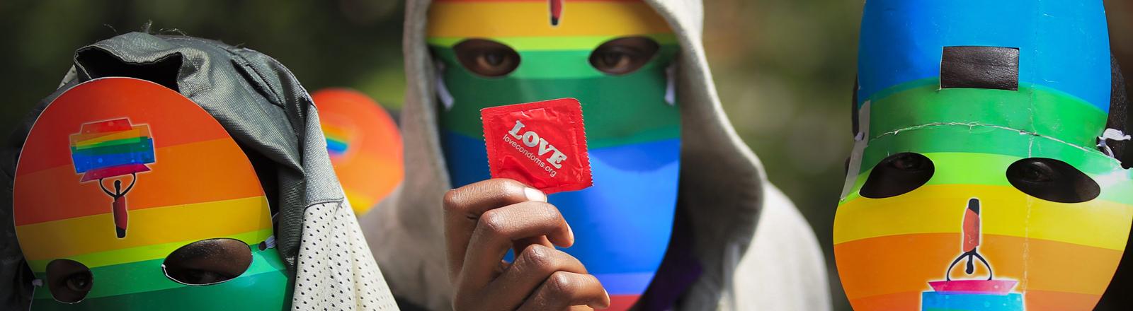 Aktivisten protestieren in Kenia gegen das Anti-Homesexuellen-Gesetz in Uganda