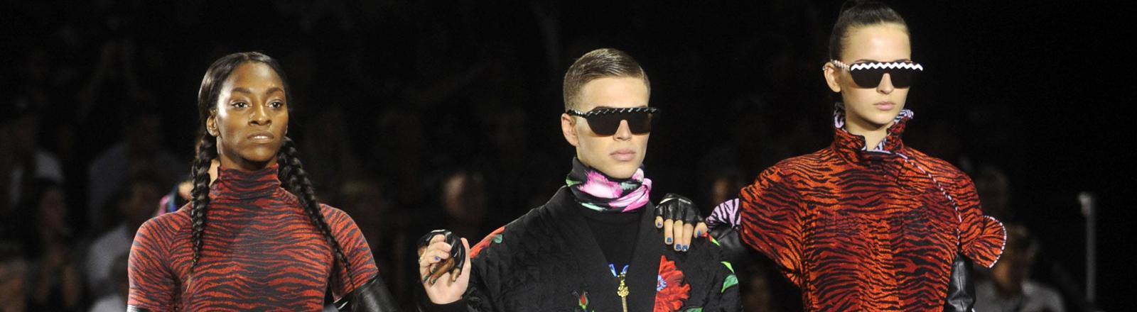Models beim Launch der Kenzo-H&M-KOllektion in New York
