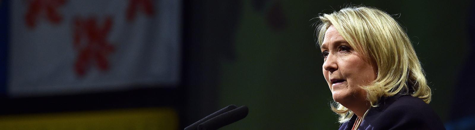 Marine Le Pen bei einer Rede in in Lille