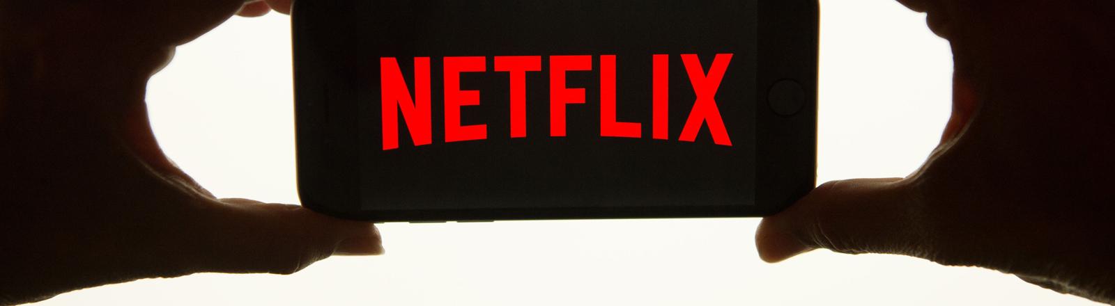 Das Netflix-Logo auf einem Smartphone