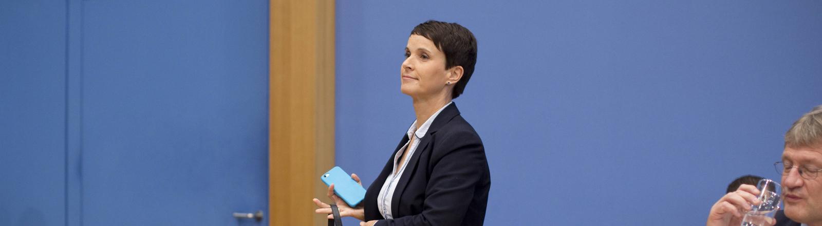 Frauke Petry verlässt die Bundespressekonferenz
