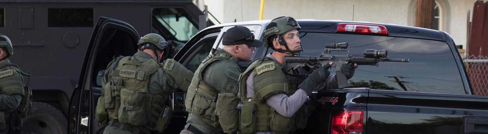 Polizisten bei der Schießerei in San Bernardino, Kalifornien