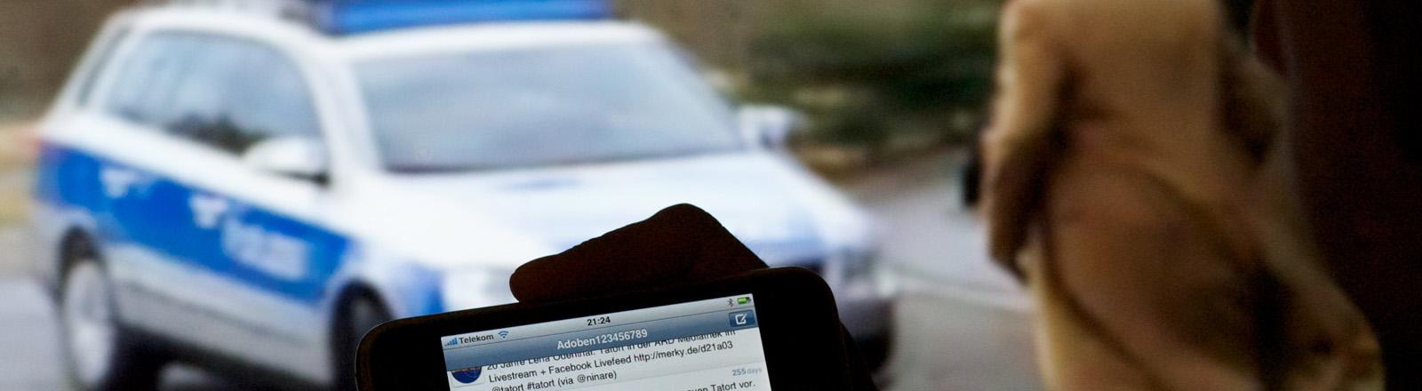 """Ein Benutzer des Sozialen Netzwerkes Twitter kommentiert die Austrahlung der Serie """"Tatort"""" der ARD, aufgenommen am 22.06.2010 in Leipzig."""
