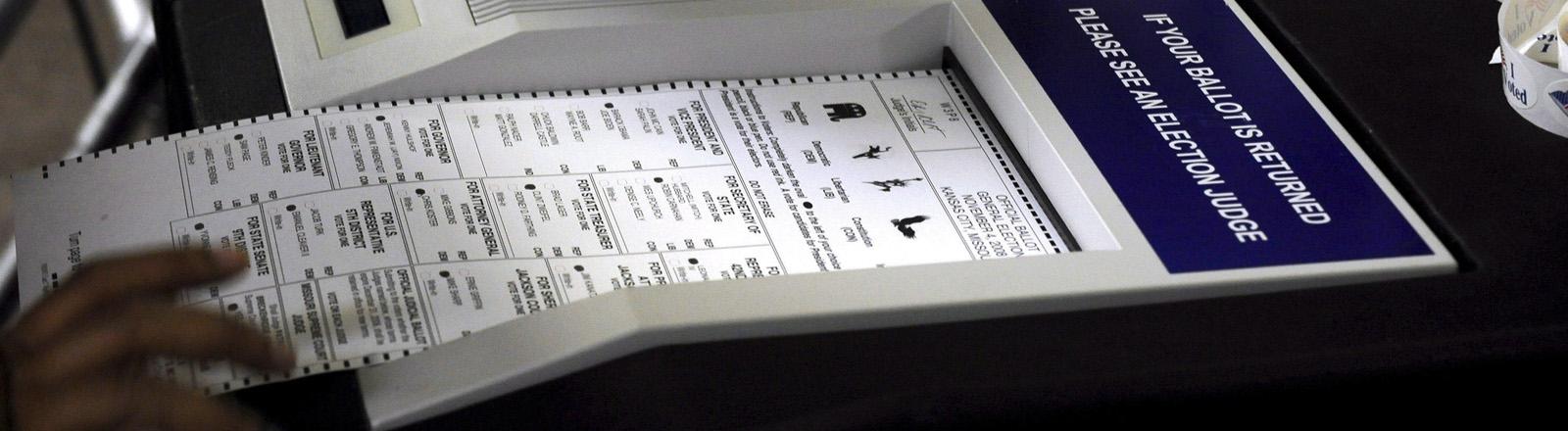 Ein Wahlcomputer bei der US-Wahl 2008 in Kansas City, Missouri