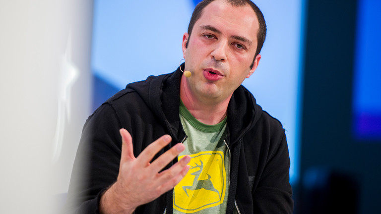 Jan Koum, Gründer und Betreiber des Messaging-Dienstes WhatsApp, spricht am 20.01.2014 in München während der Digital-Life-Design