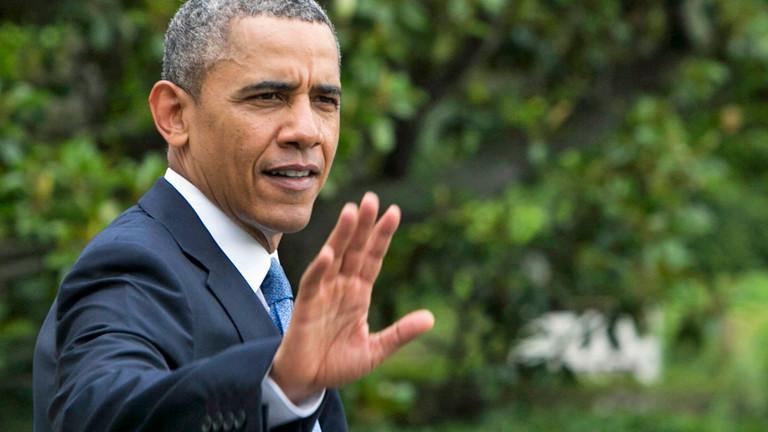 US-Präsident Barack Obama grüßt jemanden auf dem Weg zur Militärakademie West Point am 28.05.2014.