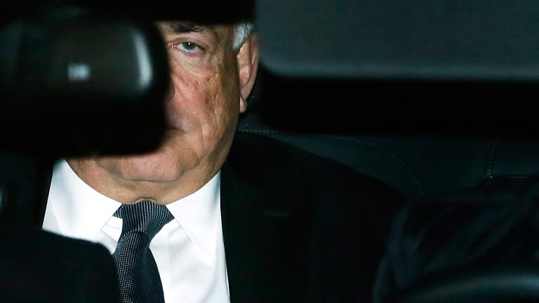 Dominique Strauss Kahn fährt am 02.02.2015 vor Gericht vor.