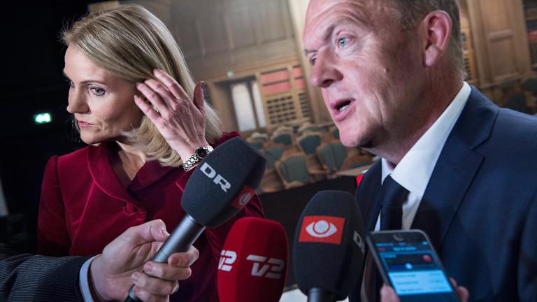 Dänemarks Premierministerin Helle Thorning-Schmidt und Oppositionsführer Lars Loekke Rasmussen sprechen mit Reportern; Bild: dpa