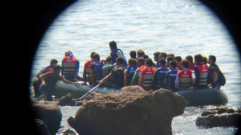 Menschen auf einem Boot.