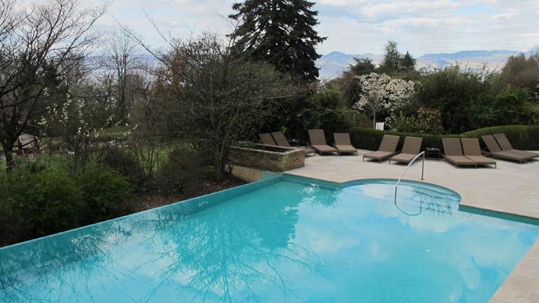 Blick auf den Pool des Hotels Ermitage in Evian-les-Bains, dem Quartier der Nationalelf bei der EM 2016; Foto: dpa