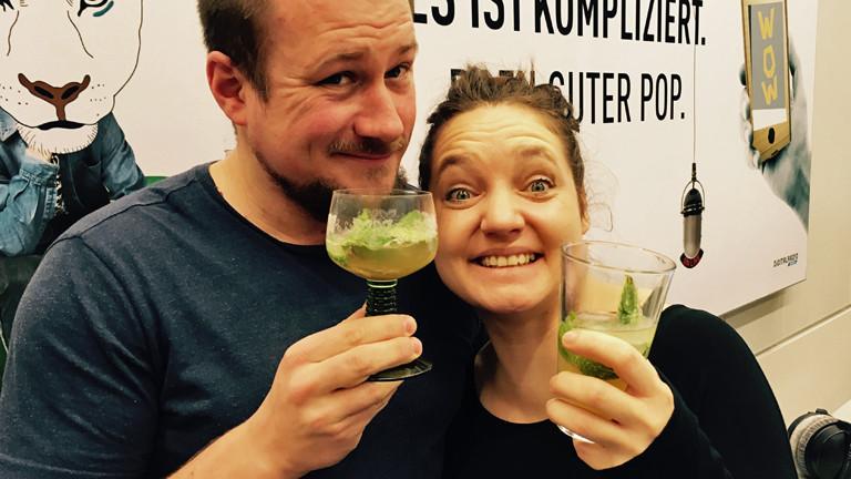 Martin Schütz und Diane Hielscher gönnen sich einen alkoholfreien Virgin Mojito.