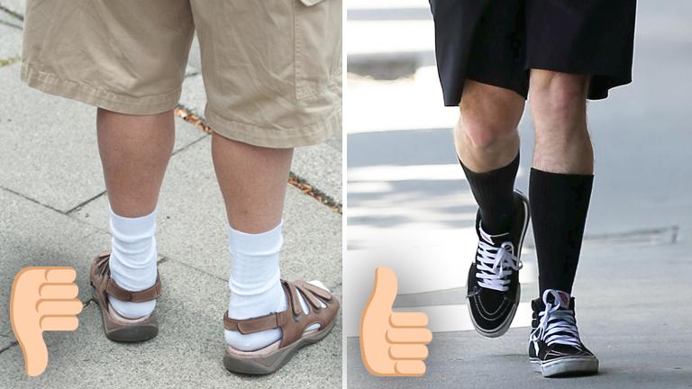 Links ein Tourist in kurzen Hosen mit weißen Socken und Sandalen, links kurze Hosen mit schwarzen Socken und Sneakern