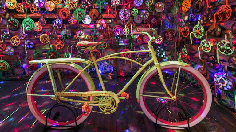 Im Fahrradmuseum im US-amerikanischen Pittsburgh steht ein gelbes Vintage-Fahrrad.