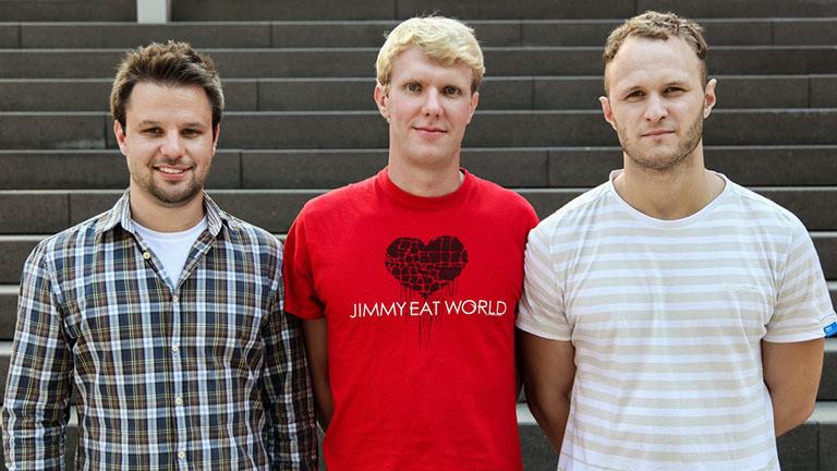 Steffen Presse (Mitte) mit seinem Team vom Lumos Kino in Nidda.