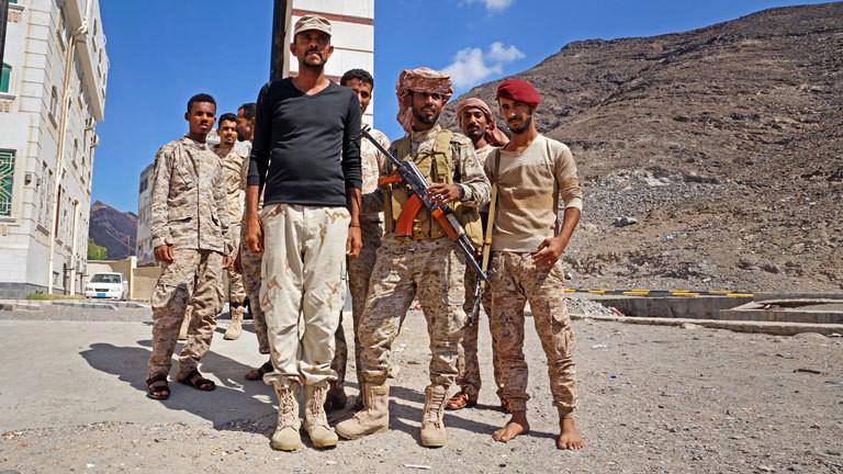Bewaffnete Menschen im Jemen