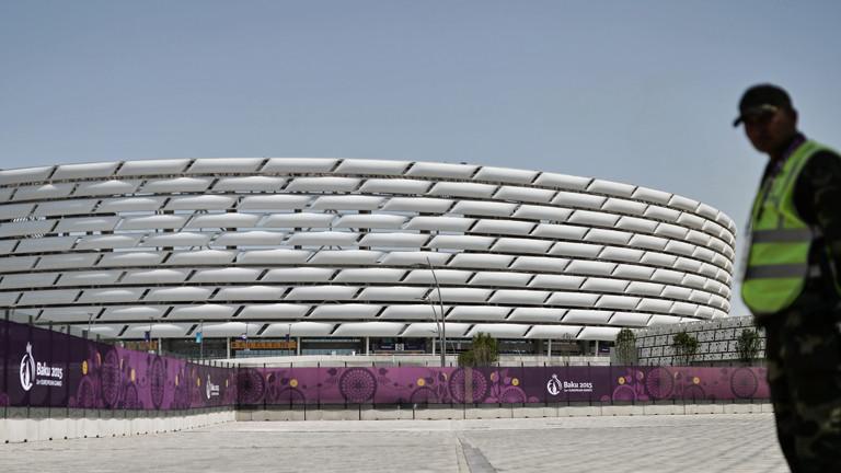 Eine Sicherheitsheitskraft am Olympiastadion von Baku
