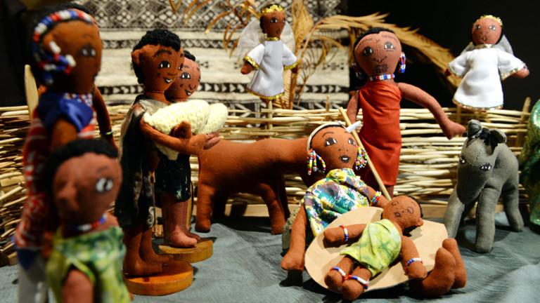Eine Weihnachtskrippe aus Kenia (Afrika) ist am 01.12.2014 im Krippenmuseum in Oberstadion (Baden-Württemberg) ausgestellt.