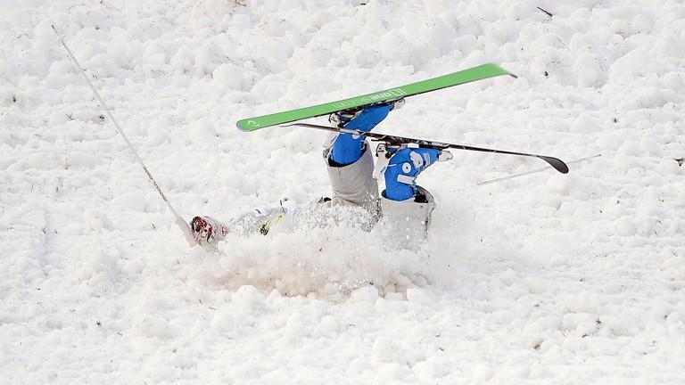 Jung-Hwa Seo stürzt beim Freestyle-Wettbewerb