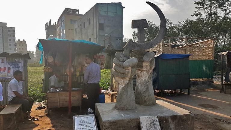 Gedenktafel am Einsturzort des Rana-Plaza-Gebäudes in Bangladesch