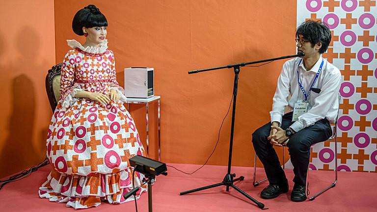 Mit der Robo-Version der bekannten japanischen Schauspielerin und Moderatorin Tetsuko Kuroyanagi kann man sich unterhalten.