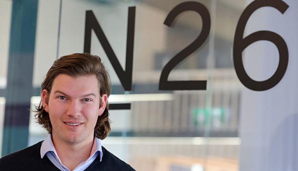 Der Gründer der N26 Bank, der Wiener Valentin Stalf, in den Geschäftsräumen seines Unternehmens