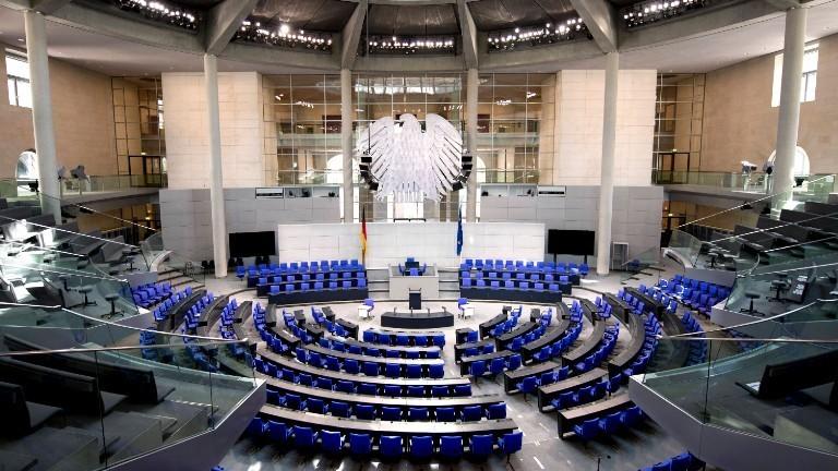 Leerer Plenarsaal des Deutschen Bundestags