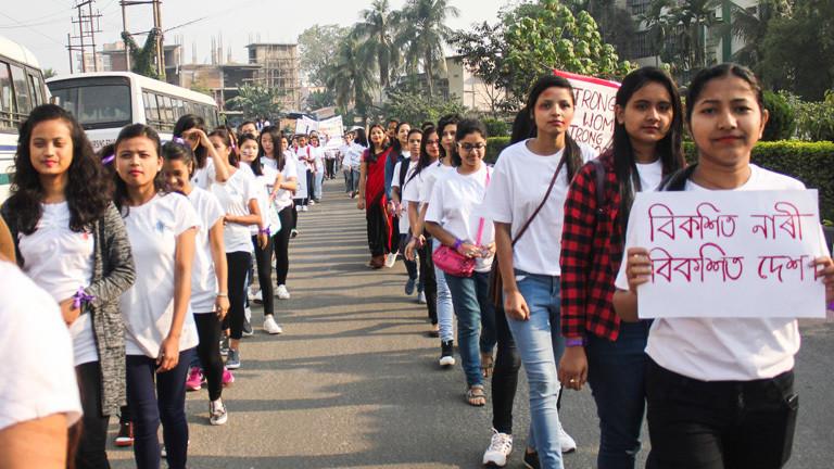 In Guwahati im indischen Bundesstaat Assam demonstrieren Frauen am Internationalen Frauentag für mehr Rechte (08.03.18).