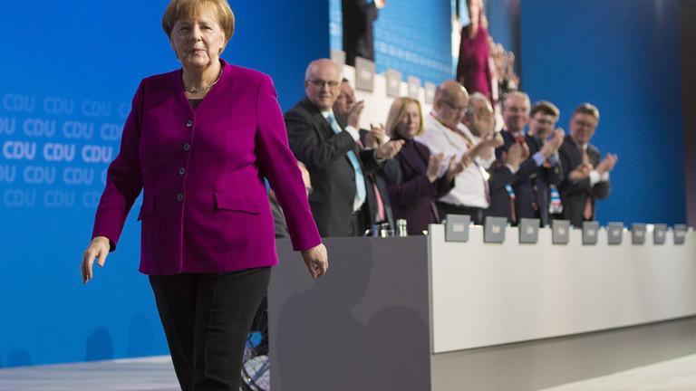 Nach ihrer Rede beim CDU-Parteitag am 26.02.2018 bekommt Angela Merkel Standing Ovations.