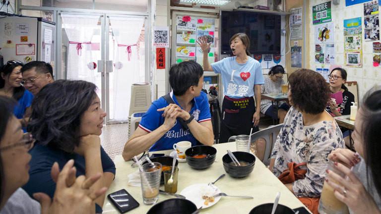 Blick in ein Restaurant in Hongkong; die Besitzerin hat sich gegen die Proteste ausgesprochen. (05.01.2020)