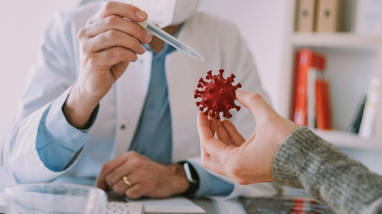 Das Modell eines Coronavirus.