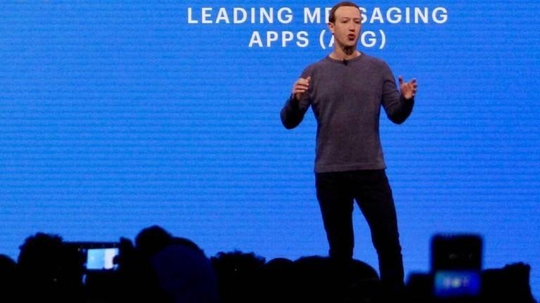 Mark Zuckerberg hält einen Vortrag auf einer Bühne
