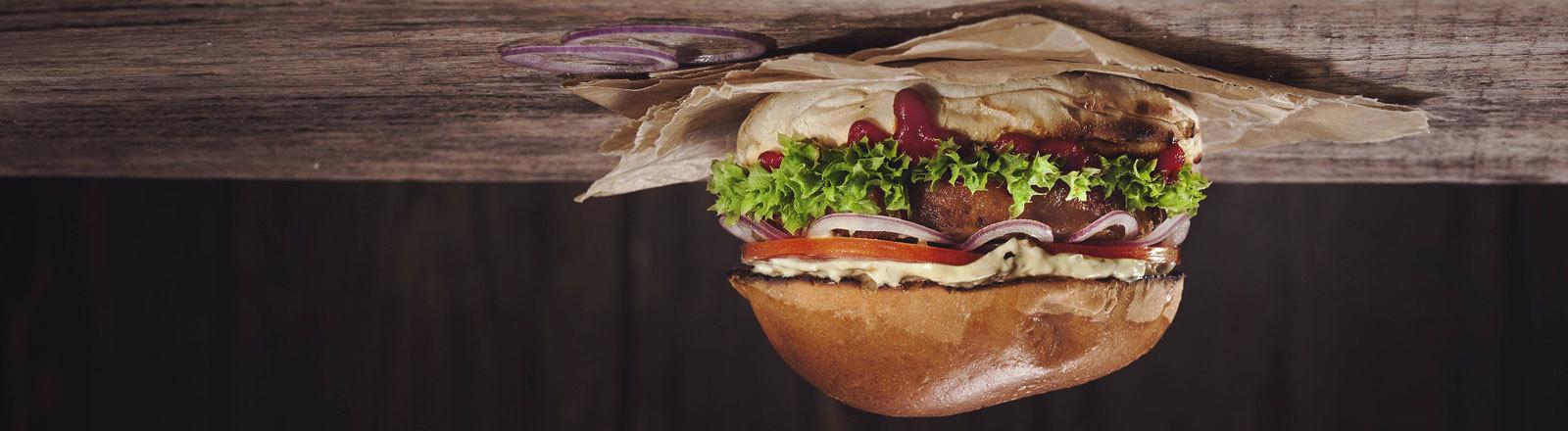 Ein leckerer Burger, auf den Kopf gedreht