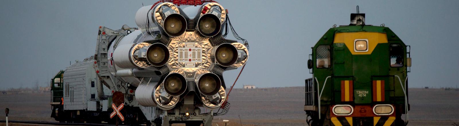 Die Proton-Rakete der ExoMars Mission auf dem Weg zum Start
