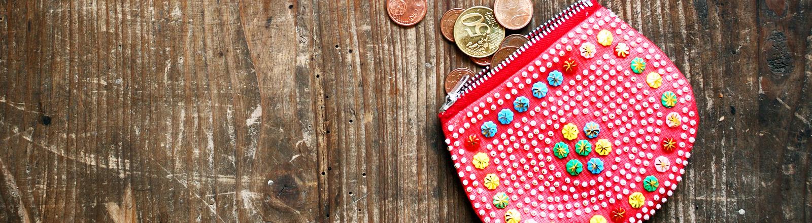 Kleiner Geldbeutel mit Kleingeld