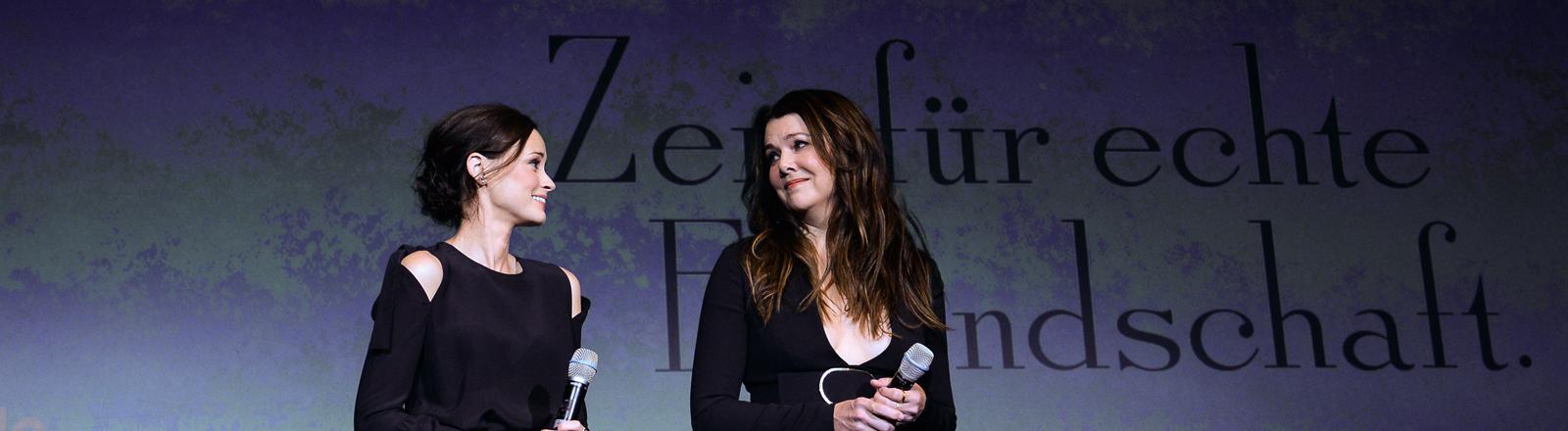 Alexis Bledel und Lauren Graham bei der Gilmore Girls Vorstellung in Berlin
