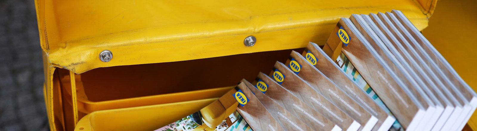 Ikea-Kataloge in Postkiste