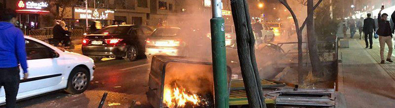 Proteste und Barrikaden auf den Straßen von Teheran, Iran (30.12.2017)
