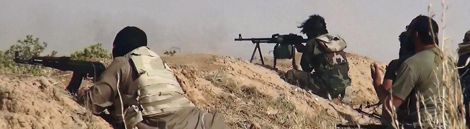 Dieses Bild aus dem Twitter-Account der islimistischen Albaraka News zeigt angeblich Isis-Kämpfer im Irak.