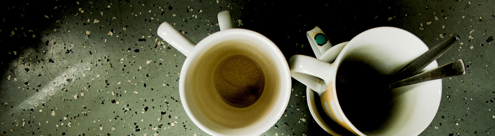 Schmutzigen Kaffeetassen