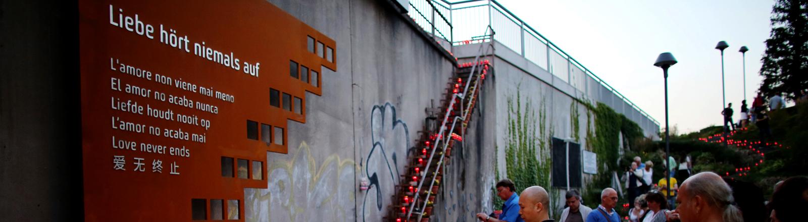 Die Gedenktafel am Tunnel in Duisburg