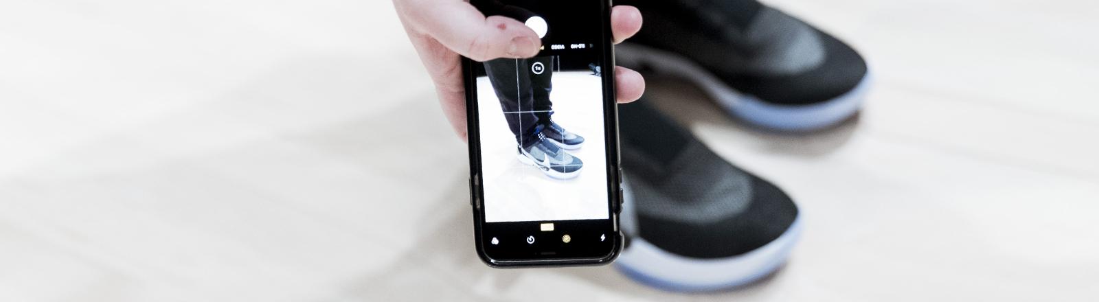 Pressefoto Nike Adapt Schuh mit Steuerung per Smartphone-App