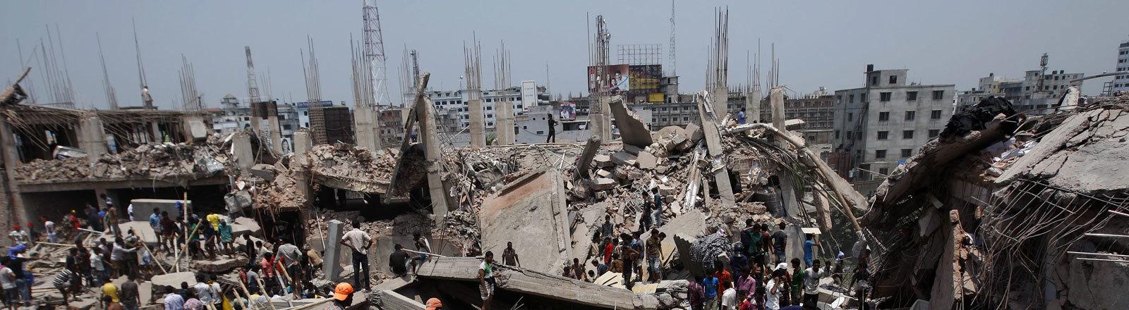 Das Rana-Plaza-Gebäude nach dem Einsturz (24.04.2013)