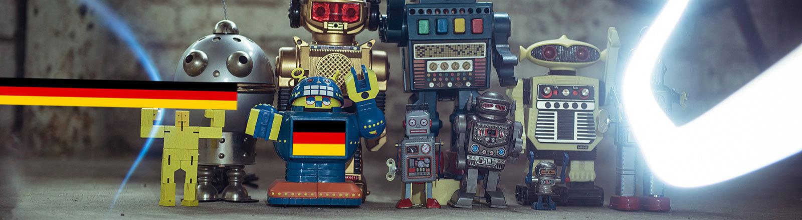 Spielzeug-Roboter, einer mit deutscher Fahne im Display