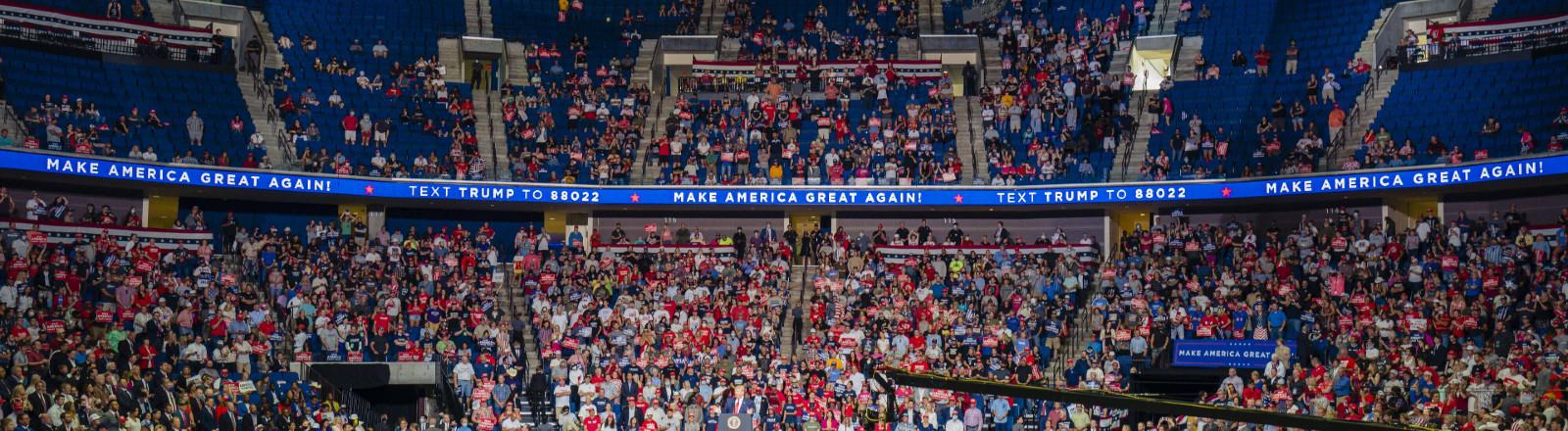 USA, Wahlkampfauftritt von Donald Trump in Tulsa vor teils leeren Rängen